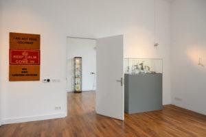 Guillaume Bijl in Galerie Mieke van Schaijk, oktober 2019, foto Peter Cox