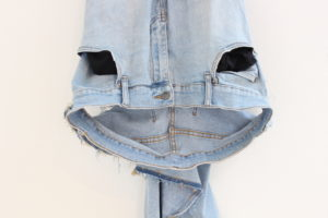 Juan Pablo Plazas detail: Ghost 2014 184 x 40 cm Katoen, aluminium, elastitiek