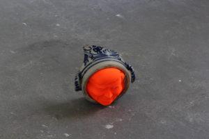 Juan Pablo Plazas King of Orange 2014 31 x 29 cm, Plastic, keramiek, rubber