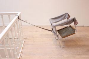 Juan Pablo Plazas Kneeling Chair 2014 56 x 48 cm Staal, leer, katoen, papier, bloem