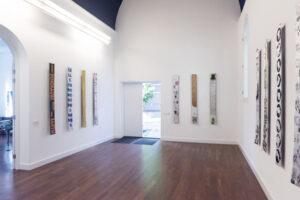Installatie overzicht galerie Mieke van Schaijk. 'Cabinet of Kaput'. Foto Hussel Zhu